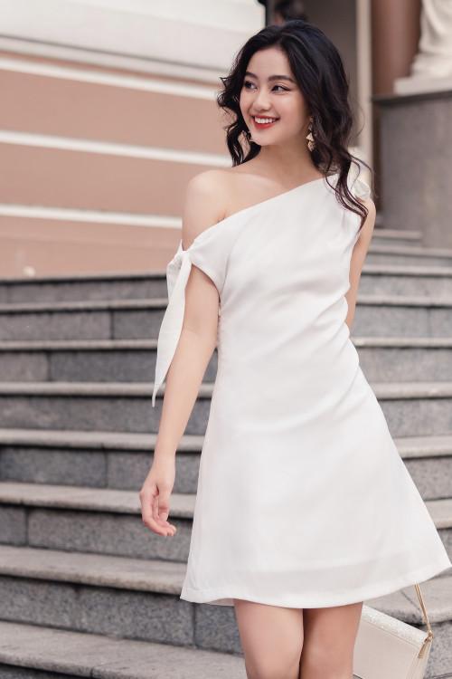 Đầm A Bẹt Vai Cột Nơ Màu Trắng