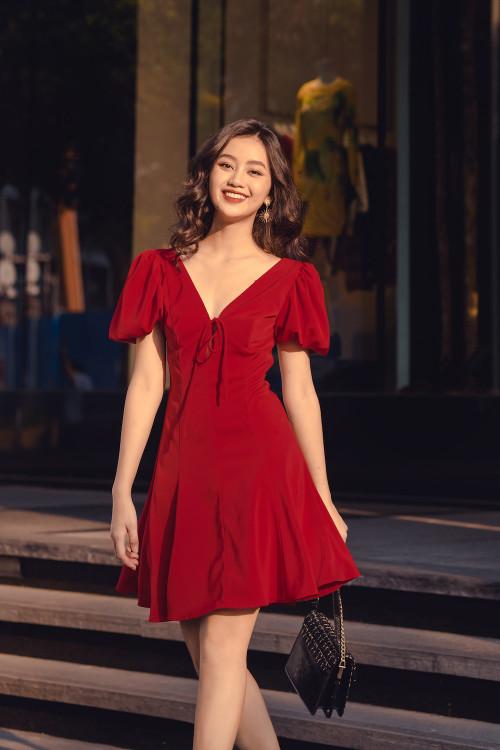 Đầm Đỏ Cổ V Xẻ Ngực Cột Nơ